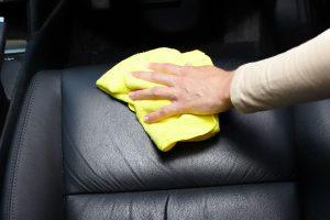 Você pode usar produtos caseiros para limpar seu carro!